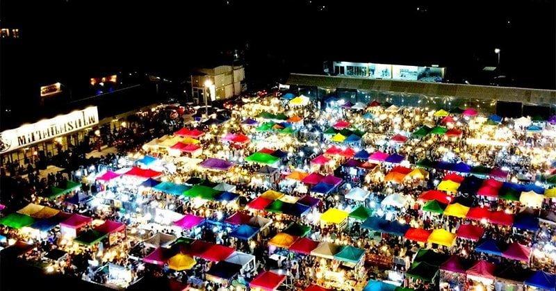 Chợ đêm Rot Fai Ratchada và Rot Fai Srinakarin