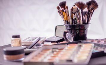 Make up là gì? Viết là Make up hay Makeup